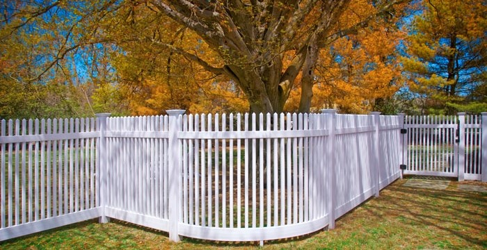curved-matte-finish-vinyl-pvc-picket-fence