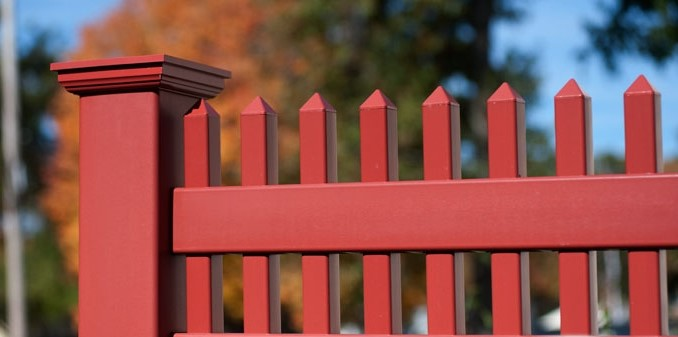 painted-wood-fence-from-pvc-vinyl