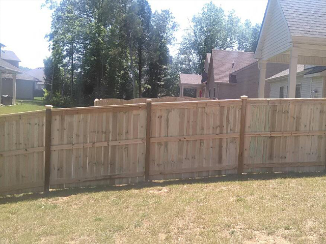 wood-fence-in-backyard_new
